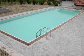 piscina a sfioro e legno
