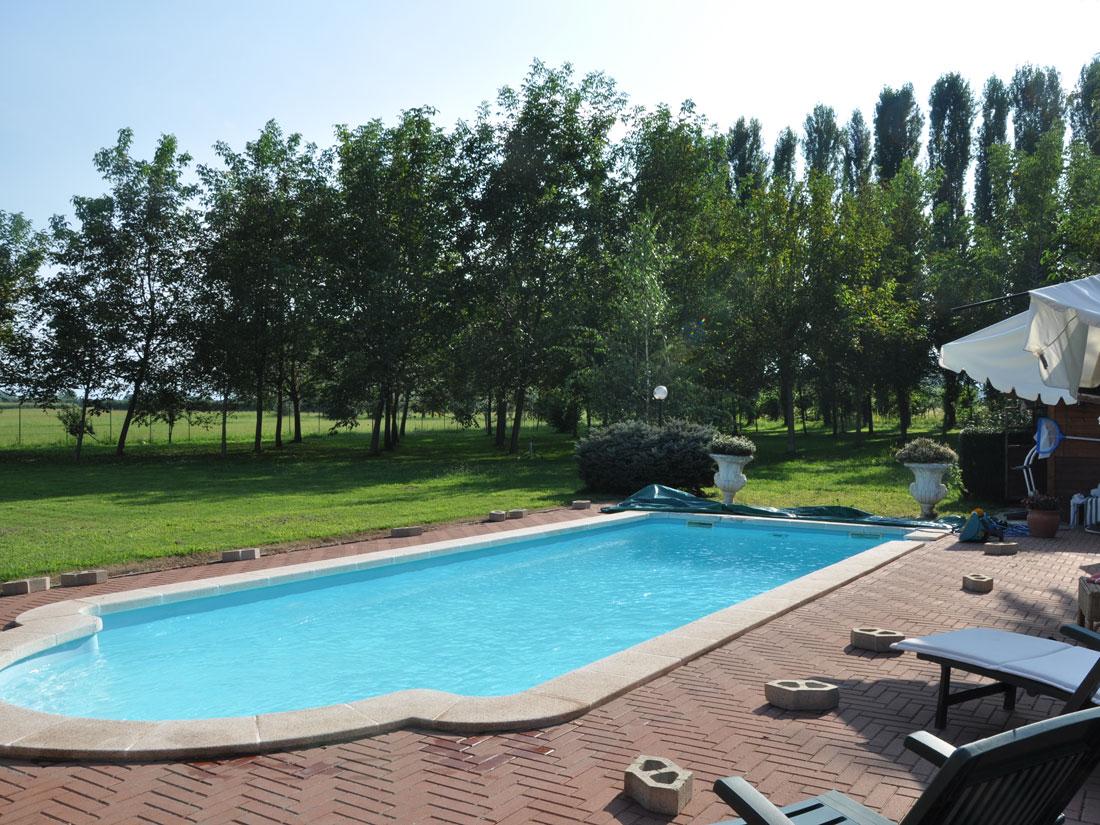 Piscina privata interrata a riva di pinerolo ae piscine - Costruzione piscina interrata ...