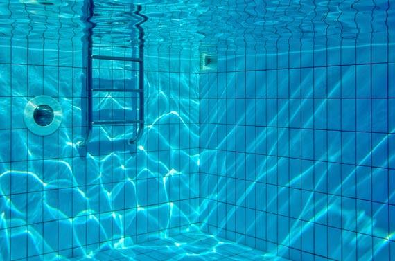 Bassa pressione dalle bocchette della piscina