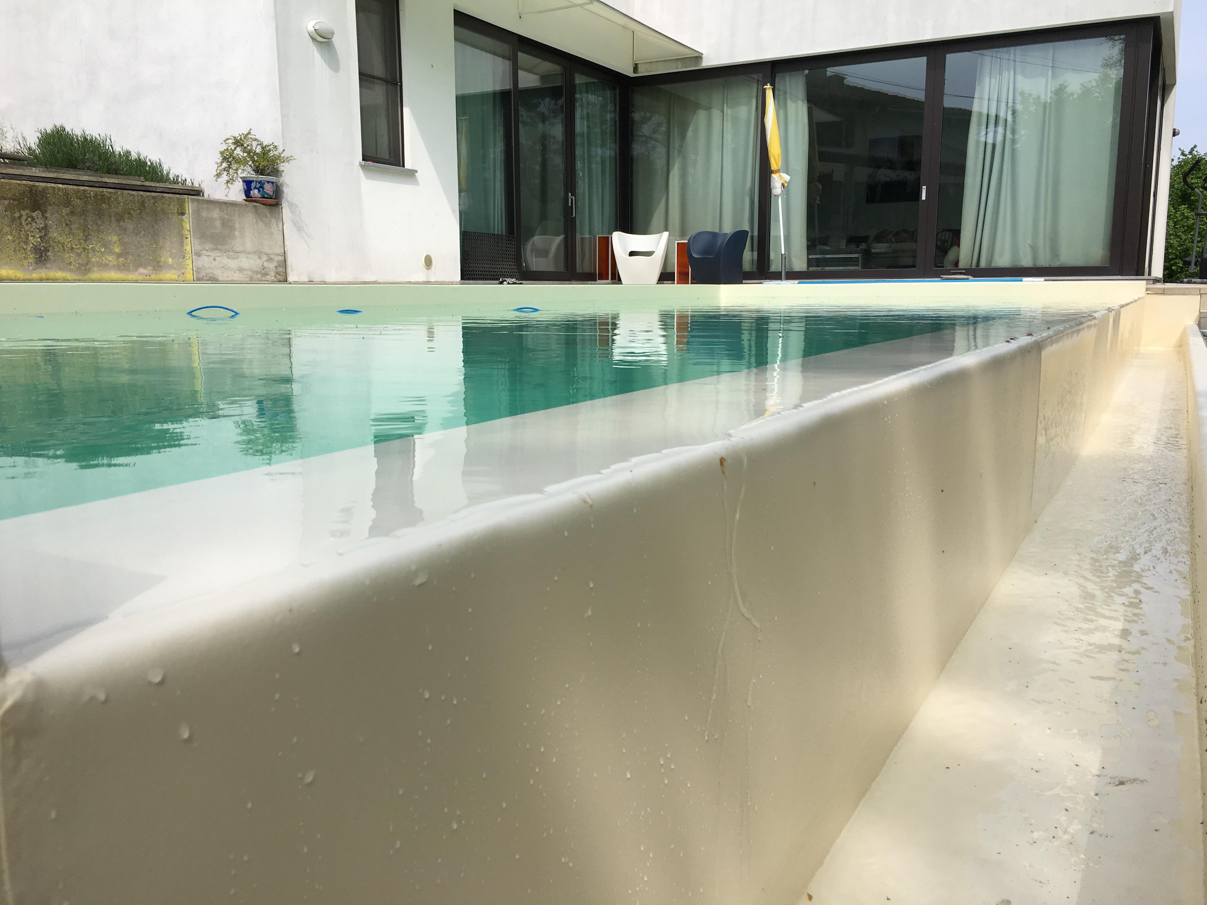 Piscine Sfioro A Cascata piscina interrata a sfioro con cascata infinity - aepiscine