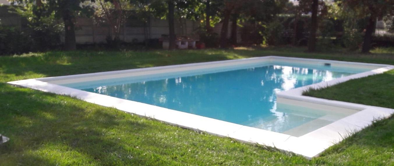 Piscina privata a skimmer sfioratore aepiscine for Skimmer piscina