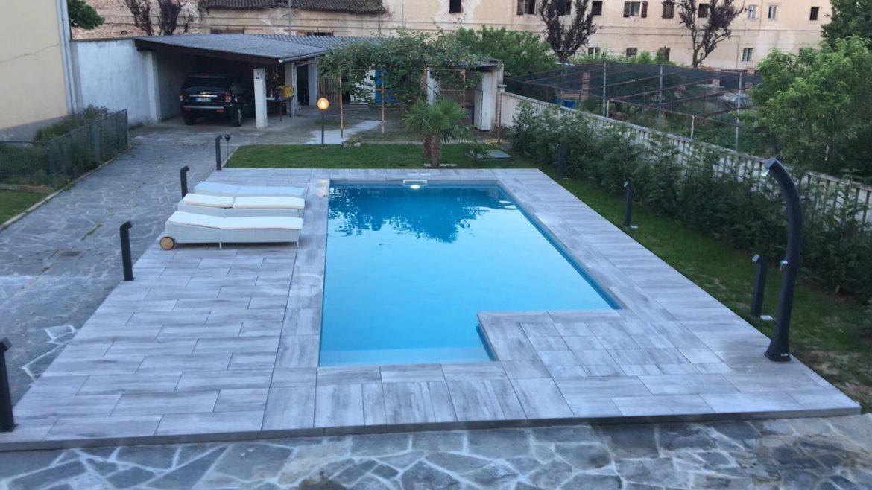 piscina privata a skimmer sfioratore ad acqua salata