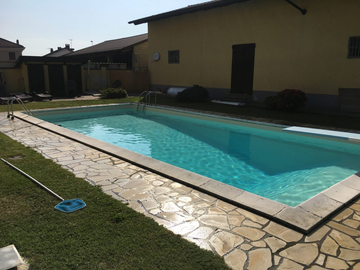 Piscina privata in cemento armato con fossa tuffi aepiscine for Piscina fuori terra interrata