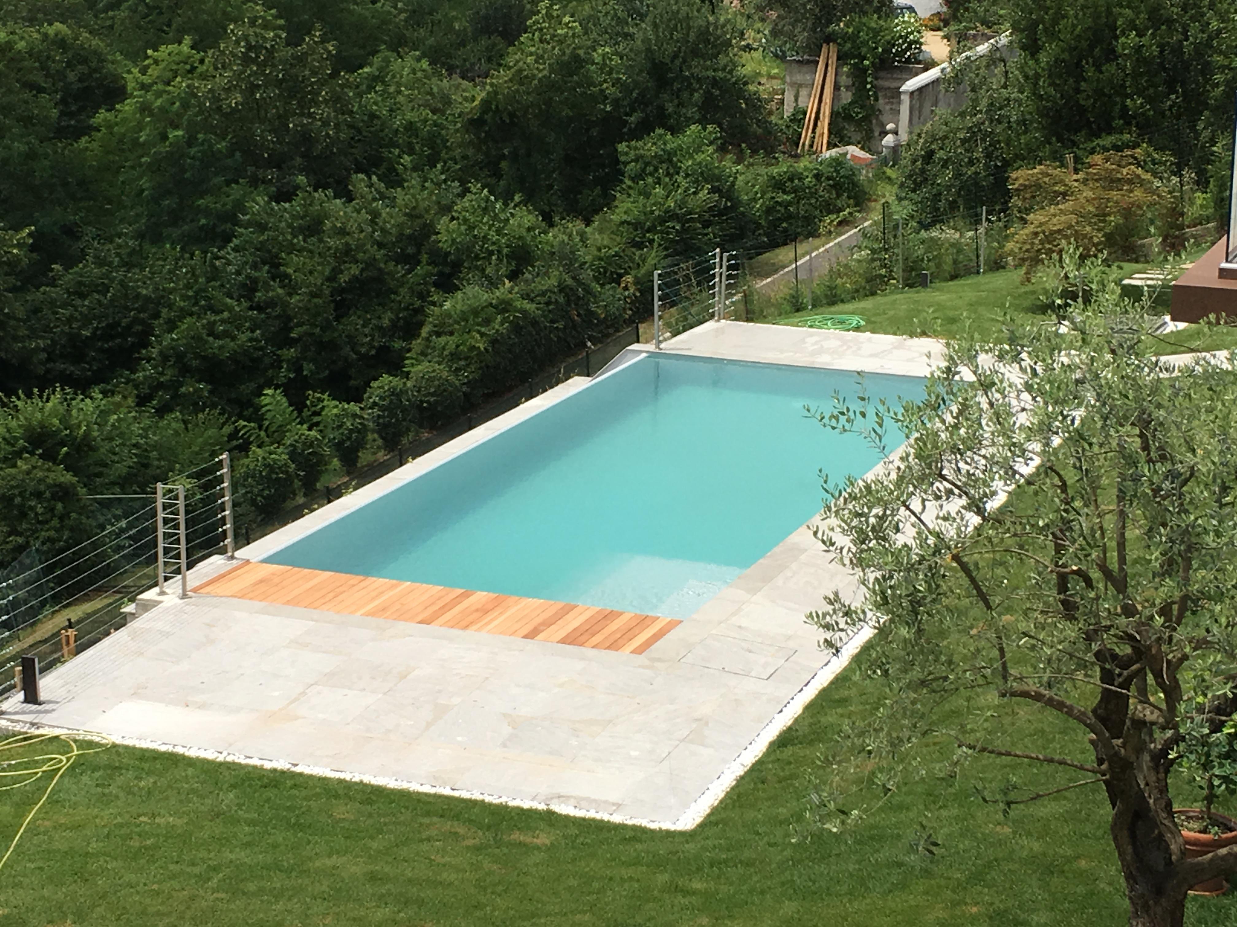 Piscine Sfioro A Cascata piscina a sfioro con cascata infinity - aepiscine